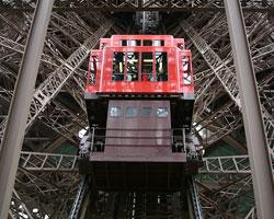 Лифт отказал на Эйфелевой башне