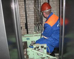 В мурманских многоэтажках жильцы не хотят вкладываться в ремонт лифтового оборудования