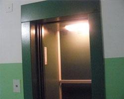 В 14-подъездном доме в Петербурге установили один новый лифт, а неприятности возникли у всех жильцов