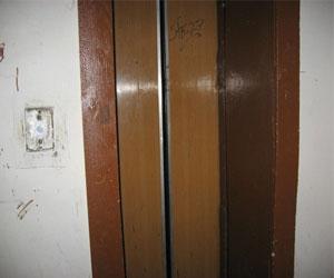 Лифт, не работающий полгода, хотят заменить за деньги жильцов дома