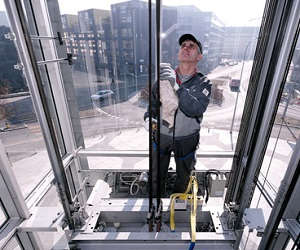 В Москве производятся новые модели лифтов