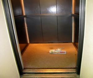 Люди должны научиться обращаться с лифтами