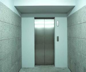 pravila_etiketa_v_lifte